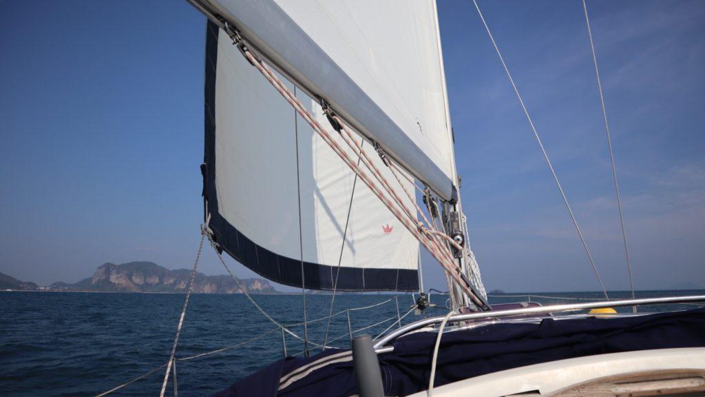 7A2DADD9 532B 4020 90FA A9CF68C89FBB 1024x576 - Segeln in der Andamansee
